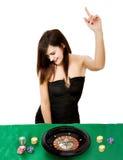 Triunfos atractivos de la mujer en el casino fotografía de archivo libre de regalías