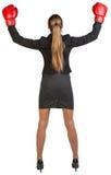 Triunfos de los guantes de boxeo de la empresaria que llevan rear Fotografía de archivo