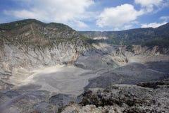 Trivalling em torno da montanha de Tangkuban Perahu em Bandung, Indonésia Fotografia de Stock