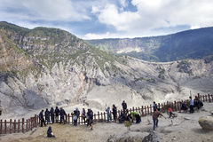 Trivalling runt om berget av Tangkuban Perahu i Bandung, Indonesien Royaltyfria Bilder