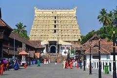 Trivandrum Tiruvaá ¹ ‰ antapuraá ¹ , Kerala, India, 12 Maart, 2019 Mensen die dichtbij Shri Padmanabhaswamy-tempel, Trivandrum l stock foto
