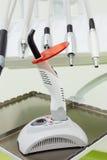 Trivelli dentali e strumento chiaro di trattamento ultravioletto. fotografia stock
