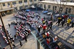 Trivelli di evacuamento tenuti immagine stock libera da diritti