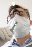 Trivello della holding del dentista Fotografie Stock