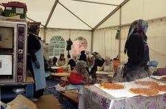Türkinkoch in einem Zelt Lizenzfreie Stockfotografie