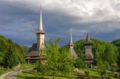 Träkyrka av den Barsana kloster Maramures region Royaltyfri Fotografi