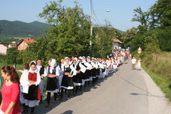  Trn erdan Banja Luka di KUD Ä nella linea sulla sfilata Fotografie Stock Libere da Diritti