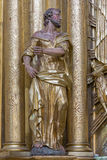 Trnava - το πολύχρωμο άγαλμα Αγίου Peter ο απόστολος στην εκκλησία Jesuits στοκ φωτογραφία