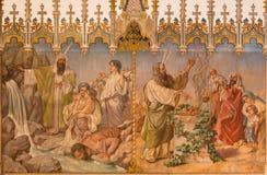 Trnava - фреска сцены как Моисей получает воду от еврейской пасхи утеса и предложения первенцев на еврейской пасхе лордов Стоковые Фото