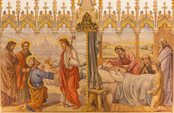 Trnava - dengotiska freskomålningen av fheplatsen Jesus ger tangenter till Peter och platsen apostlarna på viaticumen Fotografering för Bildbyråer
