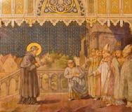 Trnava - freskomålningen av platserna från St Nicholas bo vid Leopold Bruckner (1905 - 1906) i den St Nicholas kyrkan Arkivfoto