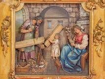 Trnava - geschnitzte Entlastung der heiligen Familie im Arbeitsraum Lizenzfreie Stockfotografie