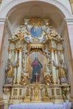 TRNAVA, SLOVACCHIA - 3 MARZO 2014: L'altare barrocco laterale nella chiesa delle gesuite da 18 centesimo Fotografia Stock Libera da Diritti
