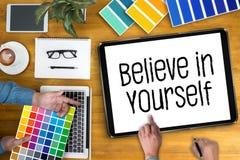 Tro i dig, tro precis på FRAMGÅNG Arkivbild