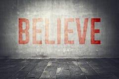 Tro meddelandet på väggen Arkivbilder