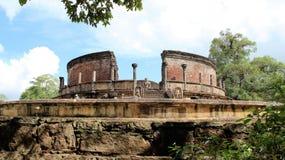 Tro nad-hopp högt av den forntida historiska platsen för buddhism royaltyfria foton