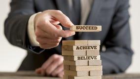 Tro uppnår och lyckas Arkivbilder