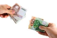 Troca de dinheiro entre euro- e Curre asiático foto de stock