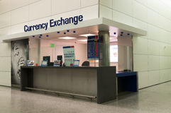 Troca de moeda no aeroporto Imagem de Stock Royalty Free