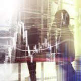 Troca dos estrangeiros, mercado financeiro, conceito do investimento no fundo do centro de negócios imagem de stock