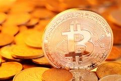 Troca dourada de Bitcoin imagens de stock