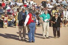 Troca entre o senador John Kerry com o Presidente do Conselho intertribal, Gallup, nanômetro fotografia de stock