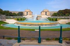 Trocadero看法在巴黎,法国,在与天空蔚蓝的一好日子 库存照片