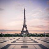 Trocadero och Eiffeltorn på solsken Royaltyfria Bilder