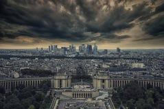 Trocadero y distrito de la defensa del La visto de torre Eiffel Imágenes de archivo libres de regalías