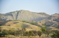Trockene Berge Naushera - Khushab Stockfotografie