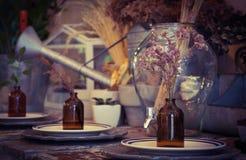 Trockene Blumen in der Flasche Stockbild