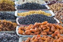 Trockene Früchte und Gewürze mögen Acajoubäume, Rosinen, Nelken, Anis, usw. Lizenzfreie Stockfotos
