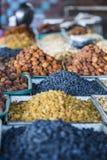 Trockene Früchte und Gewürze mögen Acajoubäume, Rosinen, Nelken, Anis, usw. Stockfoto