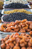 Trockene Früchte und Gewürze mögen Acajoubäume, Rosinen, Nelken, Anis, usw. Lizenzfreies Stockbild