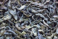 Trockene grüne Teeblätter: ein strukturierter Hintergrund Lizenzfreies Stockfoto