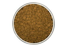 Trockene Hundenahrung in einem Hundeteller Stockfoto