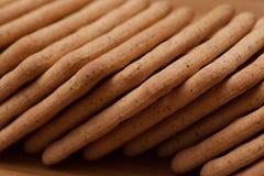 Trockene Kekse auf dem Tisch lizenzfreie stockfotografie