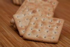 Trockene Kekse auf dem Tisch stockfotos