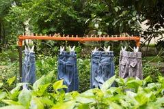 Trockene Kleidung in der Sonne Lizenzfreies Stockbild
