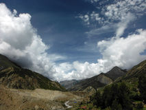 Trockene Landschaft eines Himalajatales Lizenzfreies Stockbild