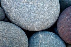 Trockene runde reeble Steine des abstrakten Hintergrundes Makro Lizenzfreie Stockfotografie