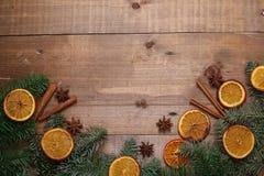 Trockene Scheiben von den Orangen, die auf dem Tisch liegen Dekorative Verzierung C Lizenzfreies Stockfoto