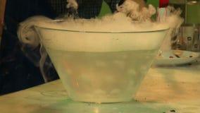 Trockeneis im Wasser stock video footage