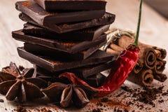 Trockener Chili Pepper mit Schokolade und Würzen Stockbilder