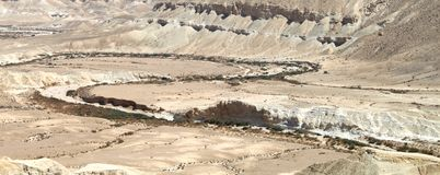 Trockener Fluss über der Wüste Stockfoto