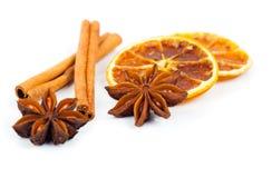 Trockener Orange, Zimt und Stern-Anis mit Kopienraum Lizenzfreies Stockbild