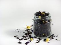 Trockener schwarzer Tee Stockfoto