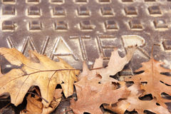 Trockener Wasser-Kanaldeckel lizenzfreies stockfoto