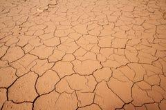 Trockenes gebrochenes im Boden, Bodenbeschaffenheitshintergrund stockfotografie