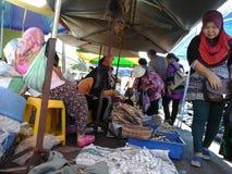 Trockenfisch bei Kota Marudu Weekend Market Stockbild